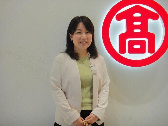 人事部ダイバーシティ推進室 室長の三田恵理さんは「男女雇用機会均等法が施行される以前から、男女ともに総合職として働いています」と話す。