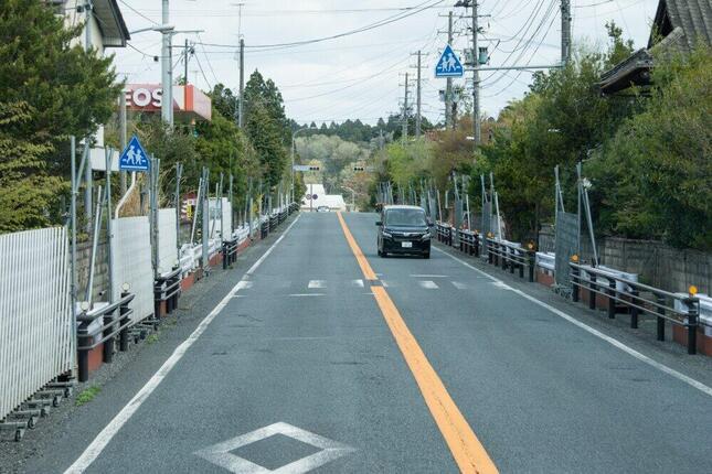 道路はあちらこちらで進入禁止になった(写真は、福島県いわき市周辺・2011年)