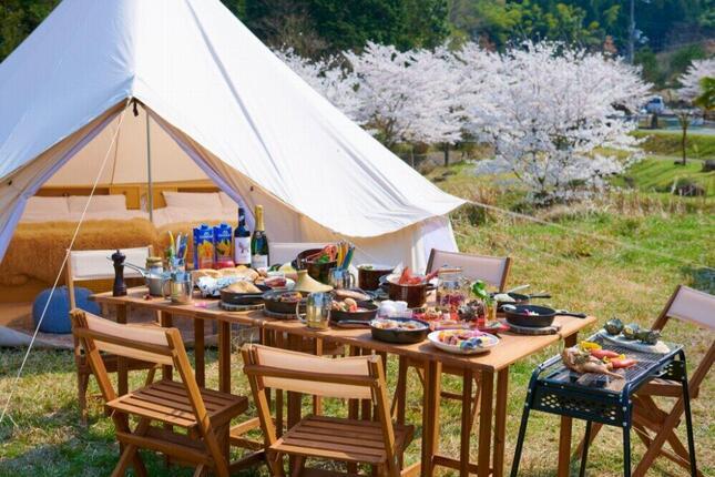 グランピング施設「温楽ノ森」で学生の宿泊費が無料に(画像は「温楽ノ森」公式サイトから)