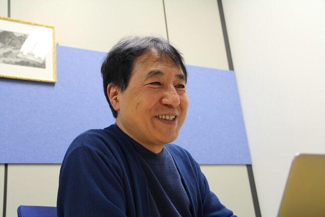 飯田哲也さんは「世界の太陽光発電は加速度的なスピードで伸びている」と話す。