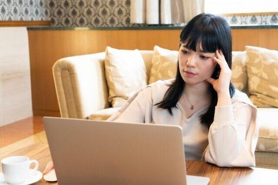 家でも勉強するシッカリ妻