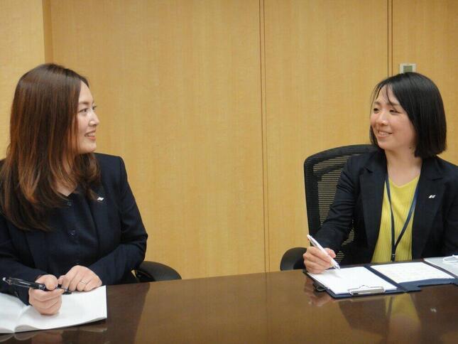 「現場力の強さがニチイHDの特徴」(写真左から、磯野祥子さんと田村知美さん)
