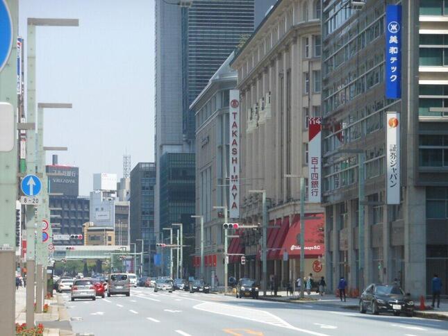 最初の緊急事態宣言が発令された2020年5月、東京・日本橋は車も人もまばらになった