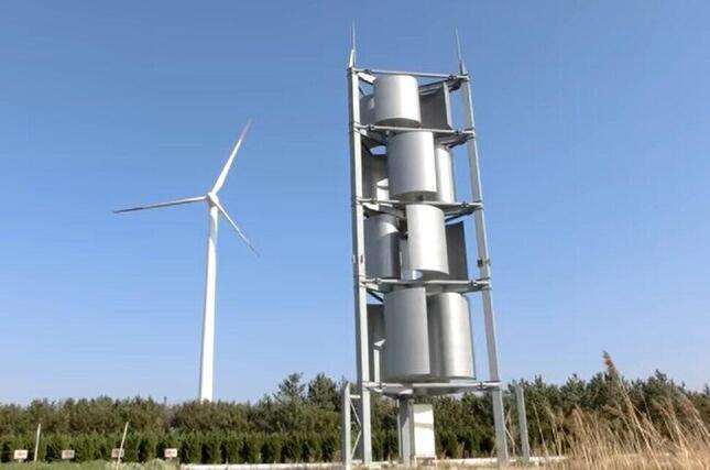 「CO2ゼロ」を目指して(写真手前が、新舞子10Kw級の風力発電施設)
