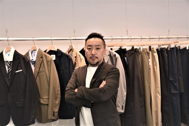 ヒット商品になった作業着スーツを応用。2021年は学生服市場への参入を宣言したオアシスライフスタイルグループの関谷有三CEO