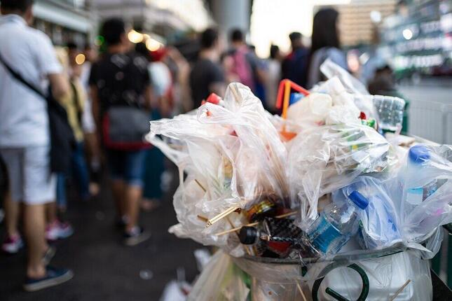 増え続けるプラスチックごみ問題を解決すべくドイツではレジ袋禁止が決定