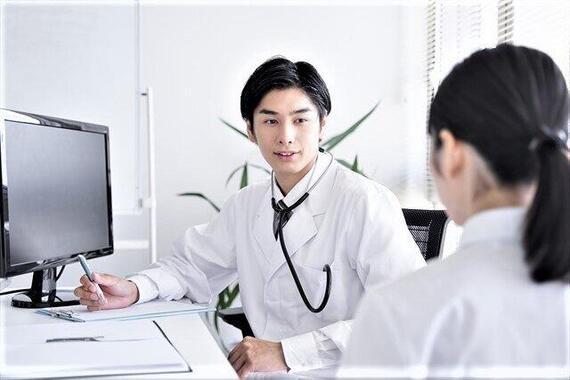 企業の診療所の産業医で対応できるか(写真はイメージ)