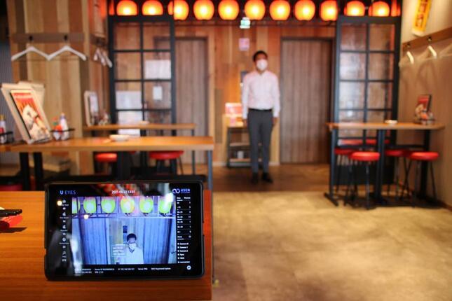 入店客をカメラがキャッチ、AIが属性分析