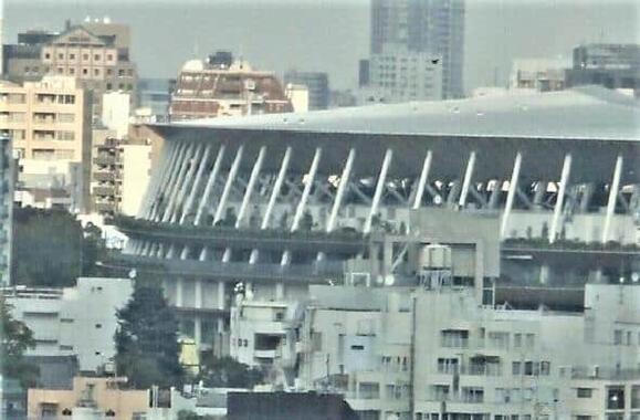 東京五輪・パラリンピックの開幕を待つ新国立競技場
