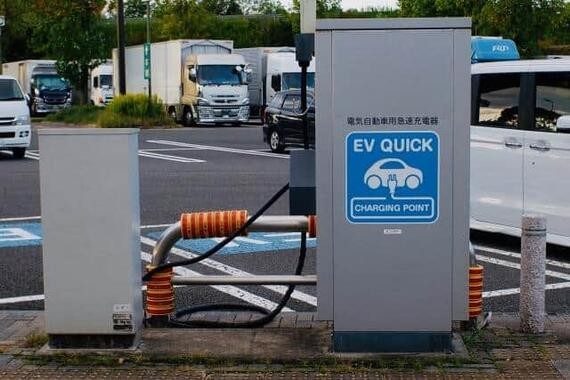 進むEV化、日本電産は売上高「10兆円」企業を目指す(写真はイメージ)