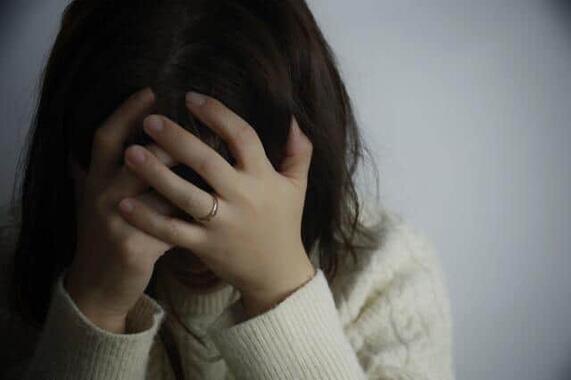 コロナ禍で女性が崖っぷちに追い込まれている……(写真はイメージ)