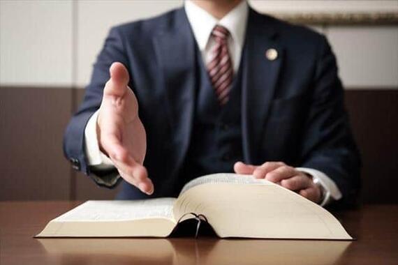 ある裁判で弁護士は和解を求めたが……