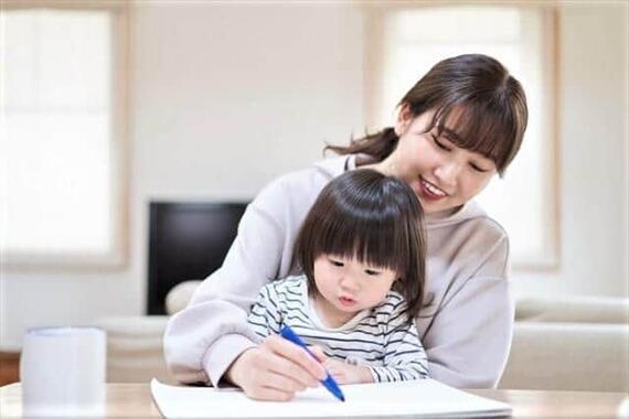 専業主婦として子どもとずっと一緒にいたい(写真はイメージ)