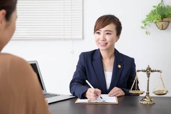 顧問弁護士の顧問料は月平均13万円だった!(写真はイメージ)