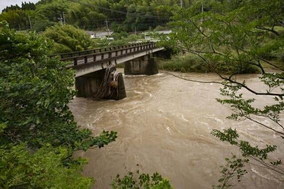 大雨で河川が増水して……(写真はイメージ)