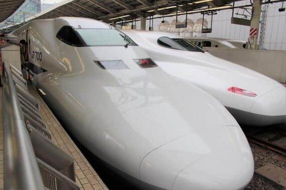 新幹線「のぞみ」にテレワーク専用車両が登場する(写真は東京駅。右が「N700系」)