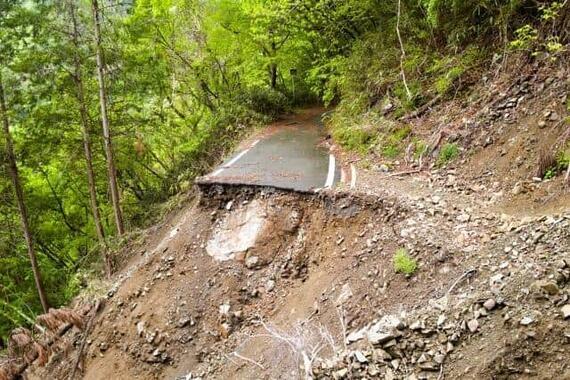 土砂災害で道路は寸断 ライフラインは……(写真はイメージ)