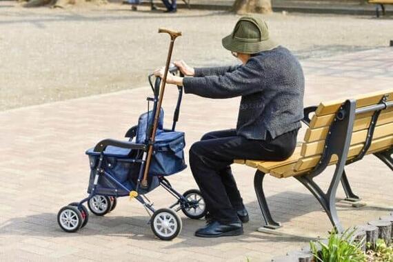 100歳超の急増は女性の長寿化がけん引している(写真はイメージ)
