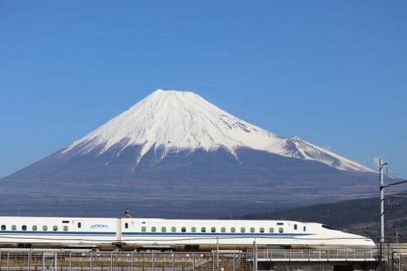 もし富士山が噴火したら、新幹線は寸断されてしまう(写真はイメージ)