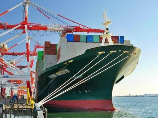 東京湾のコンテナ船(写真はイメージ)