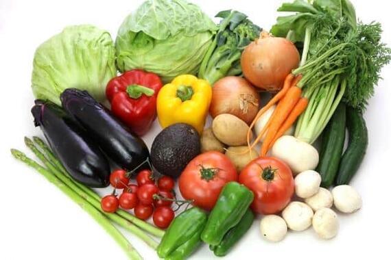 冷蔵庫にたくさんの野菜、なかにはダメにしてしまうことも……