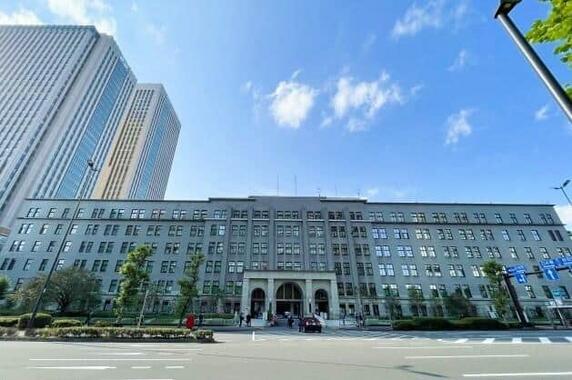 「最強官庁」財務省の事務次官が永田町を揺らしている