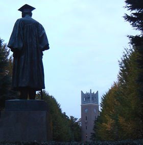 大隈重信が126年前に創立した伝統校・早稲田大学。学園祭の人気はナンバー1だが、就職となると話は別だ