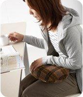 デスクワークで湯たんぽを使う女性が増えている