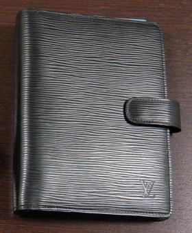 ルイ・ヴィトンのスケジュール帳。長く使えると思って奮発しました…中古なんですが。(野崎)