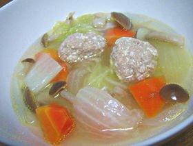 栄養がしっかりとれる「野菜たっぷり豆腐団子スープ」