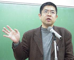 派遣ユニオンの関根秀一郎書記長は「派遣社員はワーキングプアとして使い捨てられている」と待遇改善の必要性を訴えた