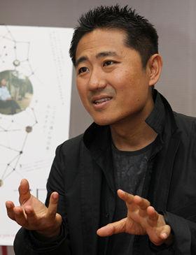 ニューヨークを拠点に映像制作を行っている想田和弘監督。前作のドキュメンタリー映画『選挙』では、日本の地方選挙の舞台裏を生々しく描き出し、海外で高い評価を受けた