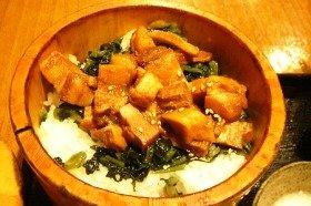 豚の角煮おひつ膳。旬のおかずで最高の炊き方で炊かれたご飯を