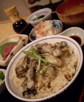 香りの高いカキご飯定食。季節のお刺身はメジマグロ