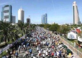 アラビア湾の美しい海岸線を走るドバイマラソン。翌日はアラブの雰囲気を味わえる市内観光も