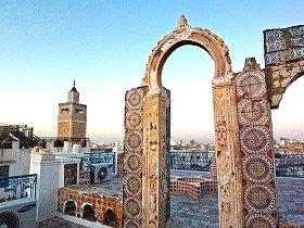 「茶色と白と水色の国」の首都チュニス