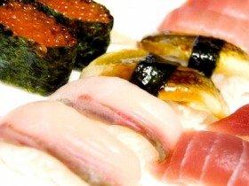 しりとりを口実に寿司を食べるお父さん