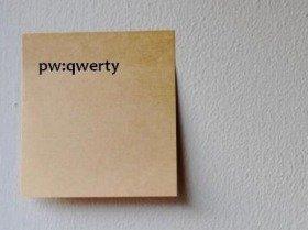 パスワードは付せんに書いて貼ってもいけない