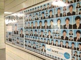 「そういえばみんな同じ服なんだよね、就活生って。」(@AkaneSatoさんのツイッター投稿より)