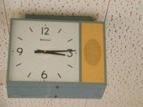 公務員は「勤務時間ほぼ半分、手取り変わらない」