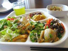 野菜が豊富なビュッフェ。栄養のバランスが取れる