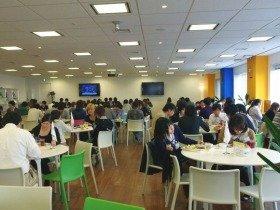 社員食堂ではなく「コミュニケーションスペース」と呼ばれている