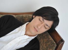 眠たいときには短時間でも寝ると能率が違う