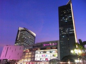 2億4千万人の人口を抱え経済成長を続けるインドネシアの首都ジャカルタの夜景
