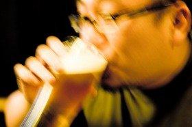 「酒くらい飲めないと出世できない」は日本でも聞かれる言葉