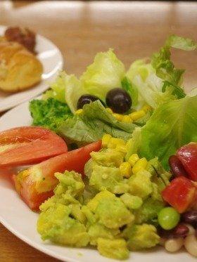 ボリュームとヘルシーさを兼ね備えたパソナグループ社員食堂の野菜メニュー