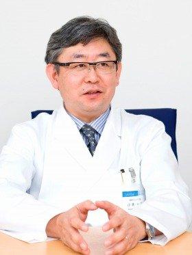 頭髪治療専門の城西クリニック(東京・新宿)の小林一広院長は精神科出身。治療前に1時間ほど患者の悩みに耳を傾けることも