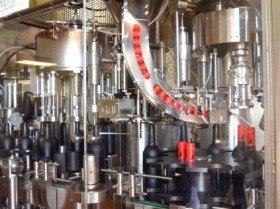 「工場自動化」の波に乗った企業が絶好調(写真は無人化されたワイン工場)