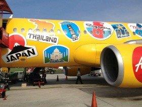 エアアジアの機体に描かれたアジア各国のアイコン。あなたのスキルを、どこで売る?