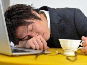 仕事中トイレで居眠り 契約解除の派遣社員に「実は私も寝てる」
